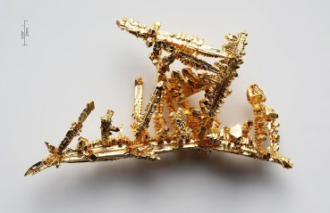 1024px-Gold-crystals